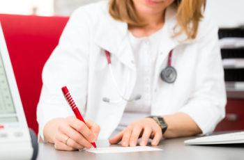 Alzheimer, demência, Descubra como a enxaqueca pode ser agravada por excesso de analgésicos. Dra. Fabiana Gonçalves, Neurologista em Goiânia.